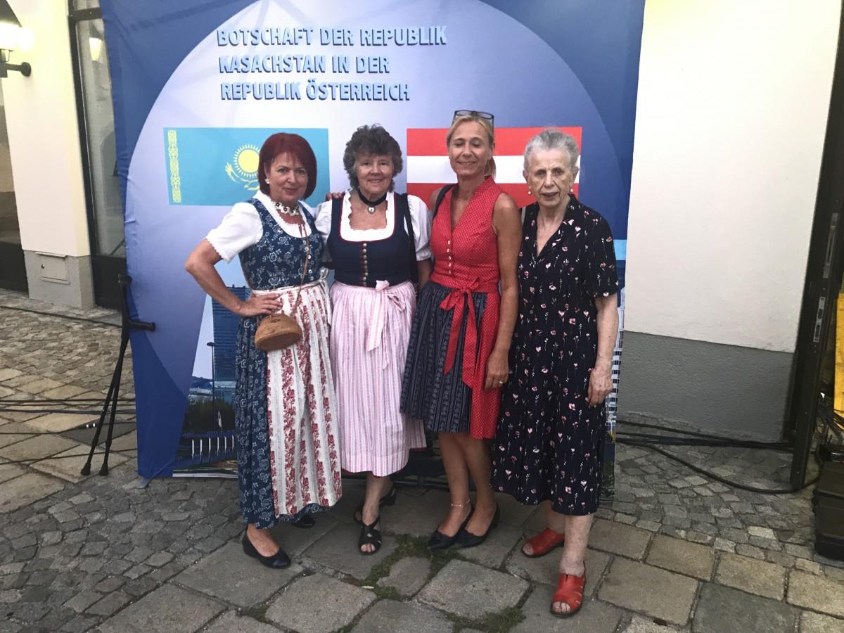 Siebenbürger Sachsen trifft Kasachstan, Burggarten Wels, 02.07.2019